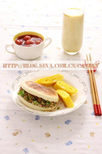 (每日小学生早餐)绿豆枸杞奶的做法/肉夹馍的做法/蛋烧的做法/草莓糖水的做法[CANDEY]