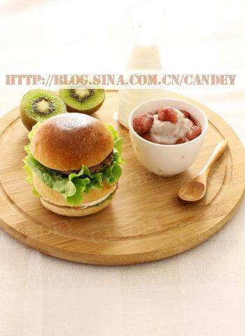 (每日小学生早餐)汉堡的做法/草莓芋泥的做法[CANDEY]