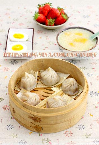 (每日小学生早餐)红薯二米粥的做法/小笼包的做法/白煮蛋的做法[CANDEY]
