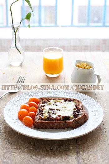 (每日小学生早餐)麦片牛奶的做法/吐司肉末披萨的做法[CANDEY]