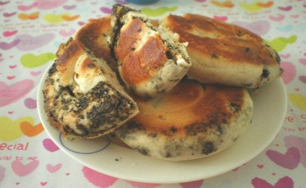 【饼的做法】香喷喷的芝麻馅饼